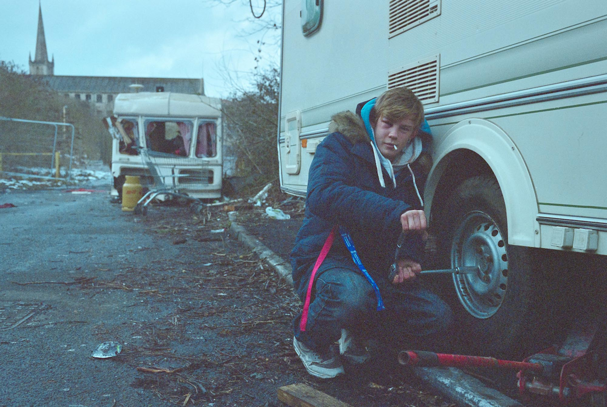Alby's van falls victim to vandalism after he left the site to travel to the North, while Morgan works to remove his caravan wheels to avoid being towed away. March 2018, Fujifilm Pro 800