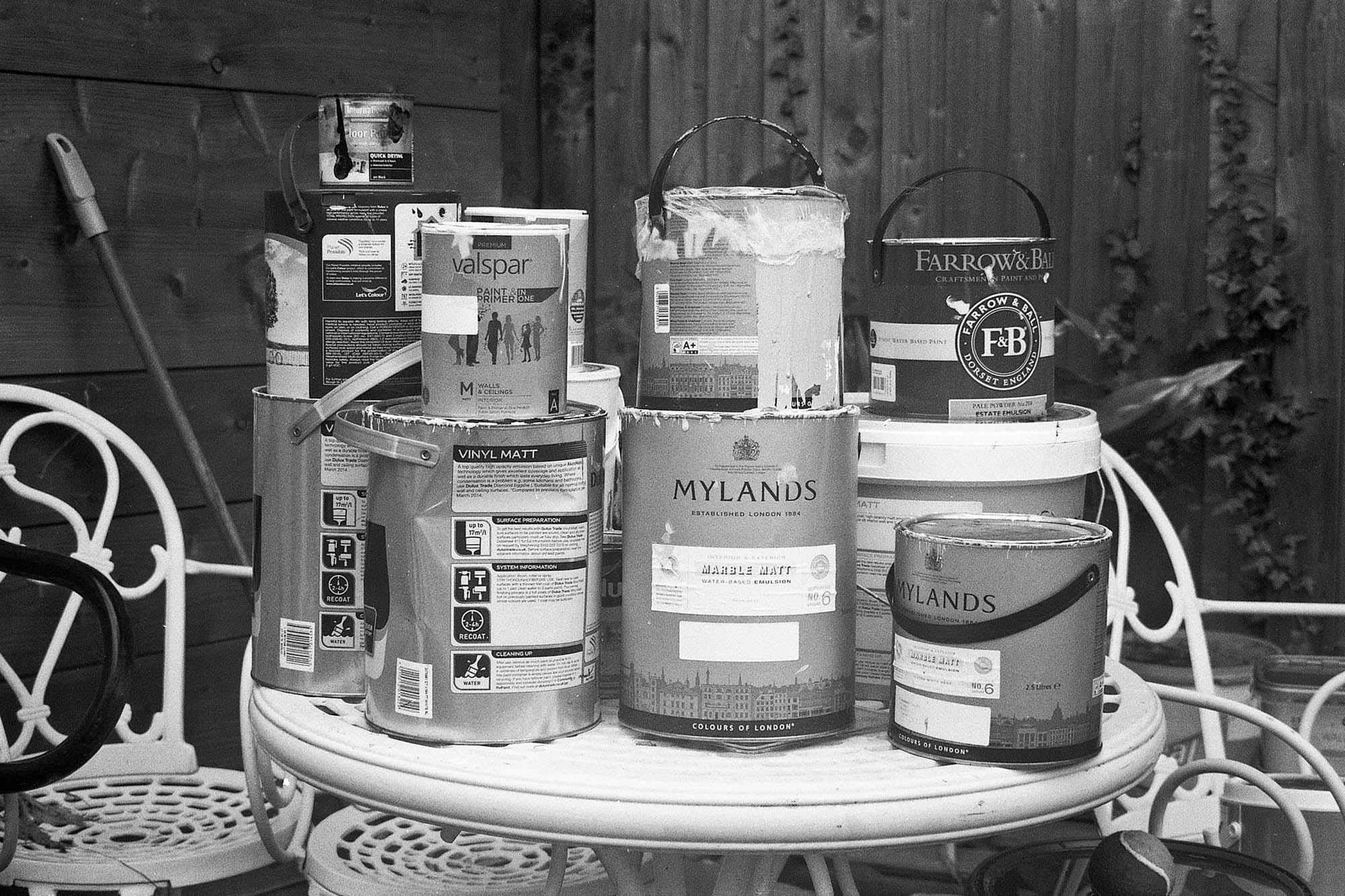 Contax TVS III - Old paint cans make a boring photo but a good sharpness test