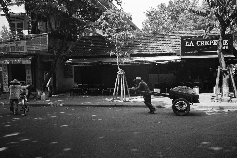 Tim Roper, Vietnam 2019 - Leica Elmarit 28mm, ILFORD HP5 PLUS, EI 400