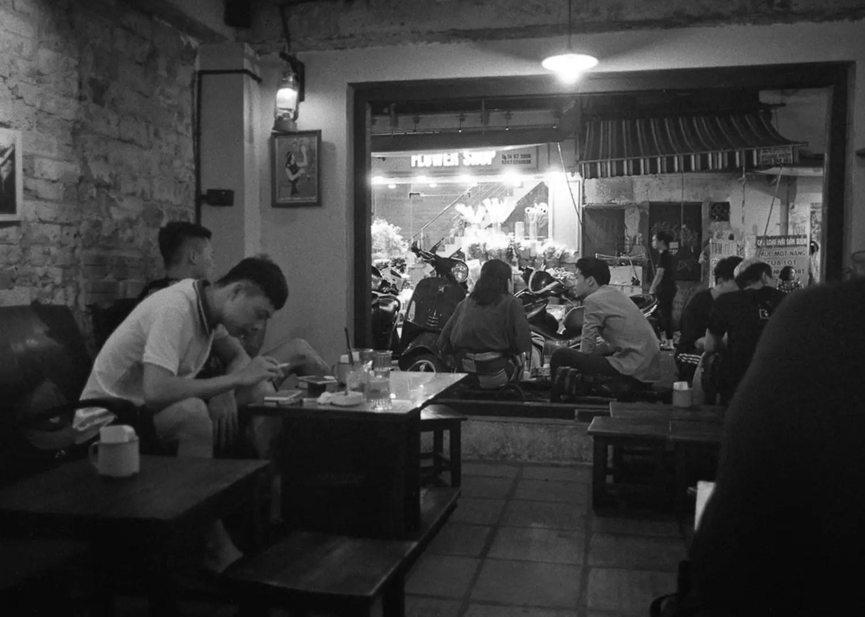 Tim Roper, Vietnam 2019 - Leica Elmarit 28mm, ILFORD HP5 PLUS, EI 800