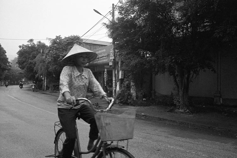 Tim Roper, Vietnam 2019 - Leica Elmarit 28mm, Kodak Tri-X 400, EI 800