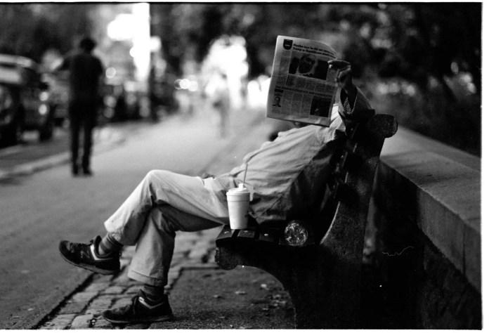5 Frames With... JCH Street Pan (35mm / EI 400 / Leica M6, 90mm APO) - by Simon King