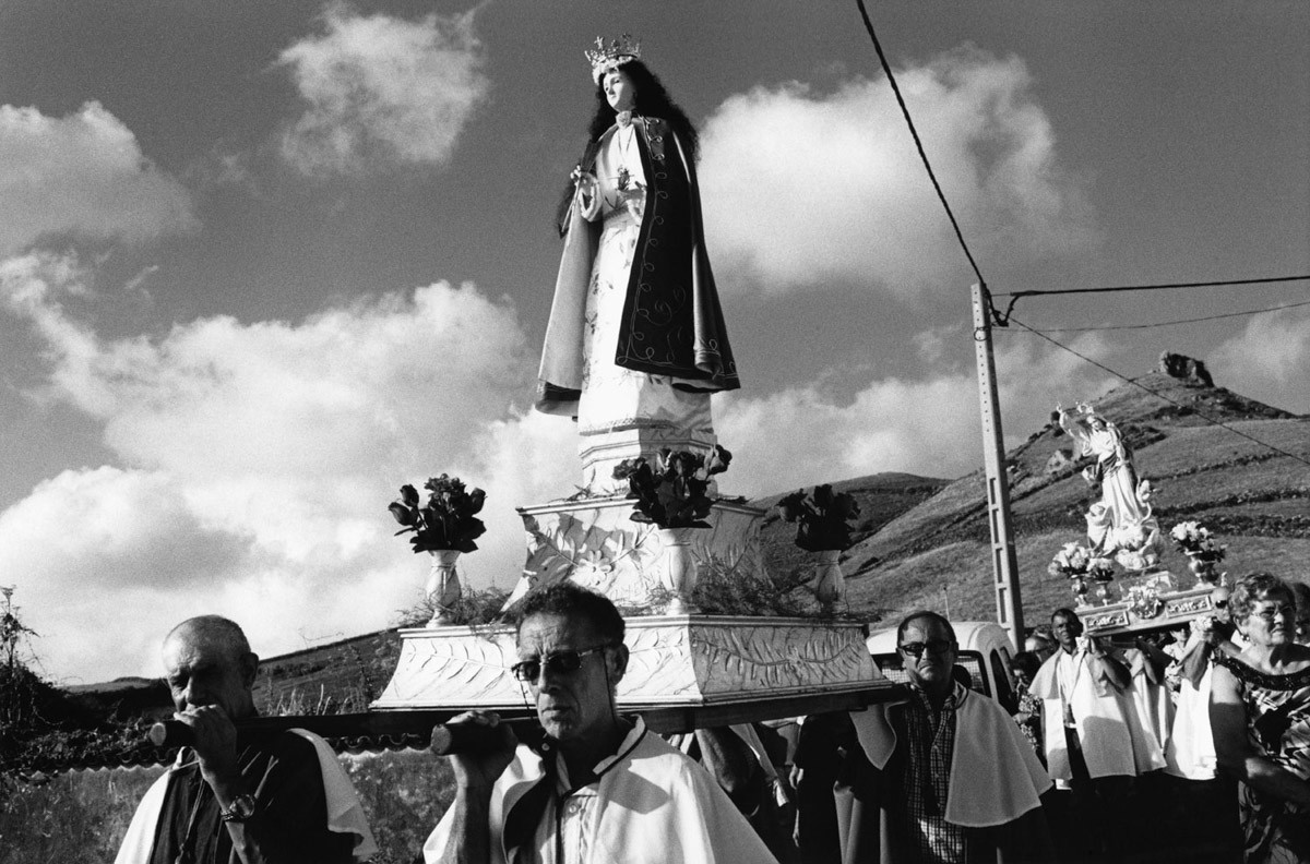 Procession - Kodak Tri-X 400, Leica R6, Flores Island, Azores, 2013