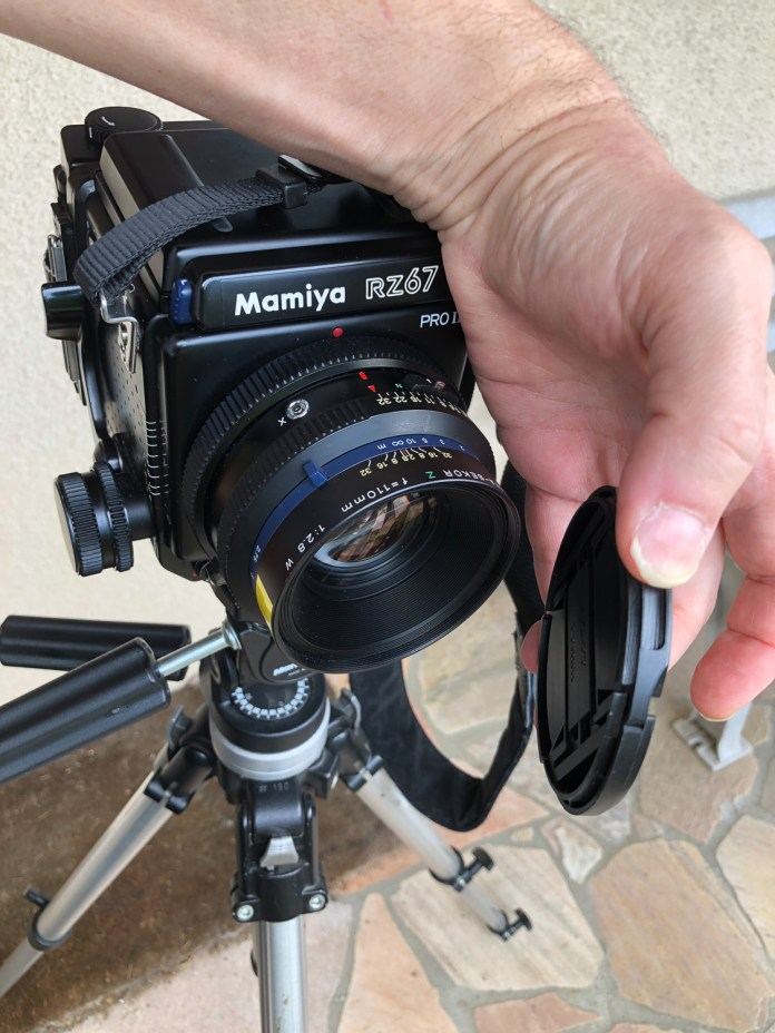 Mamiya RZ67 - remove the lens cap