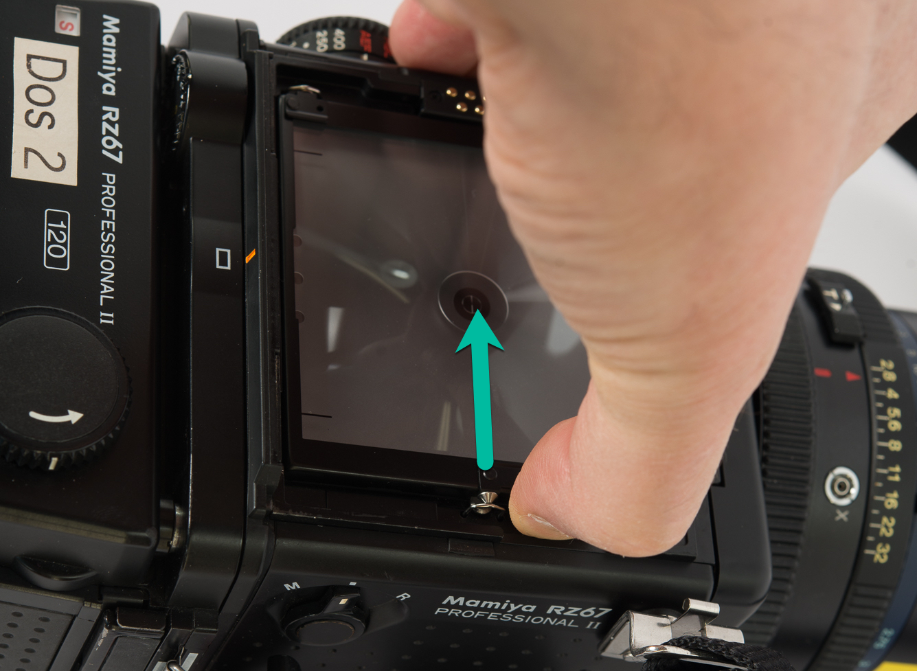 Mamiya RZ67 - remove the focus screen (part 1)