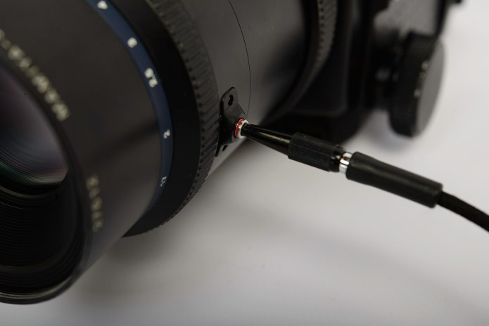 Mamiya RZ67 - mirror-side cable