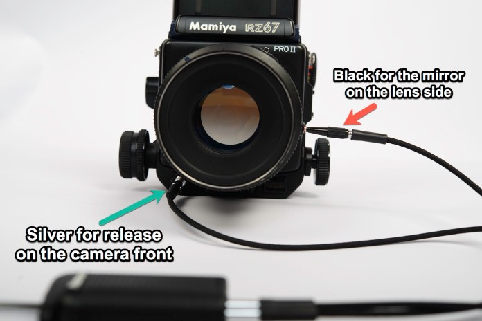 Mamiya RZ67 - both cables attached
