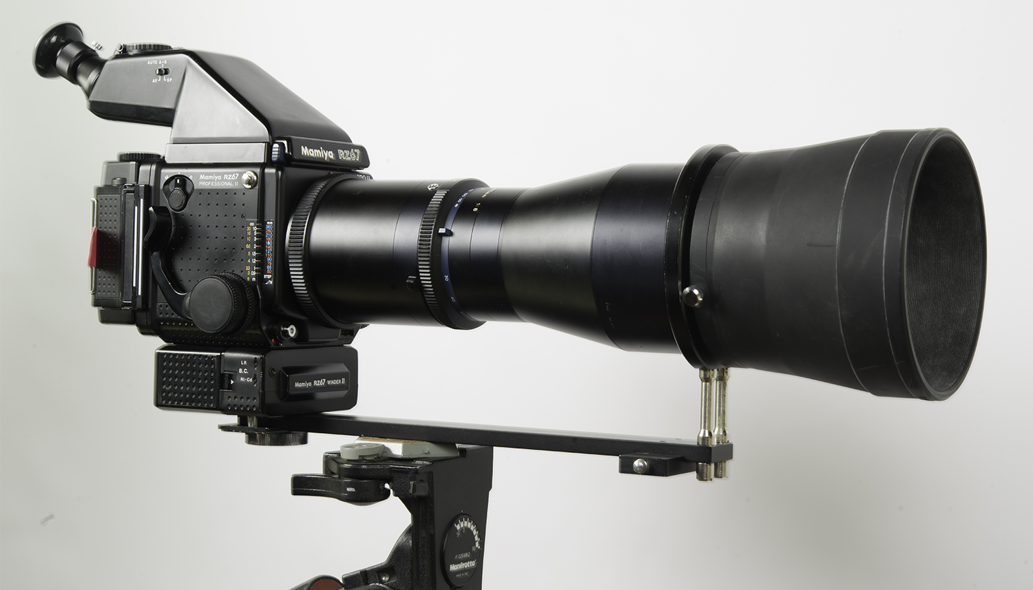 Mamiya Z 500mm lens and support bracket in use