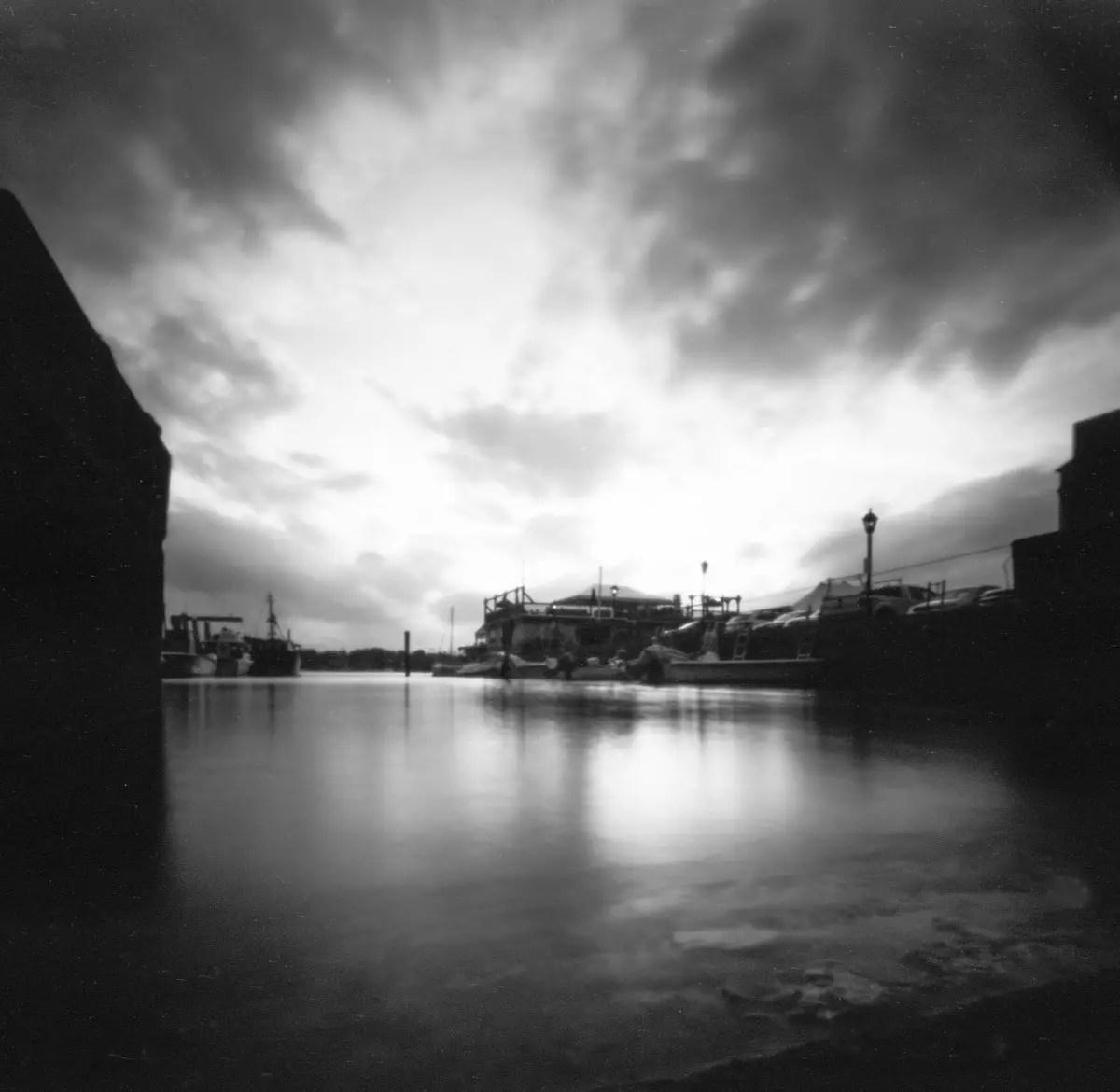 "State Street Dock - Film Washi ""S"" (EI 50 / 120 Format / Ondu 6X6 Pinhole)"