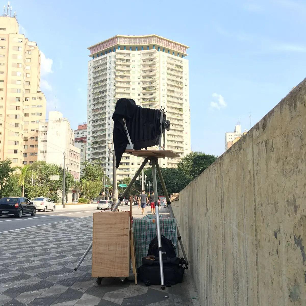 Camera setup to photograph Avenida 9 de Julho in São Paulo.