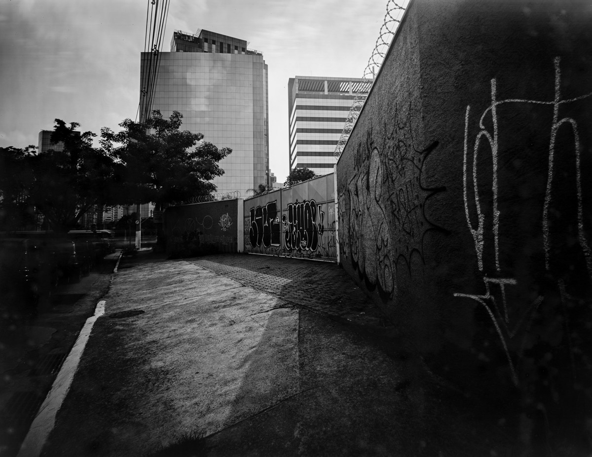 Gate, São Paulo, 30x40cm negative.