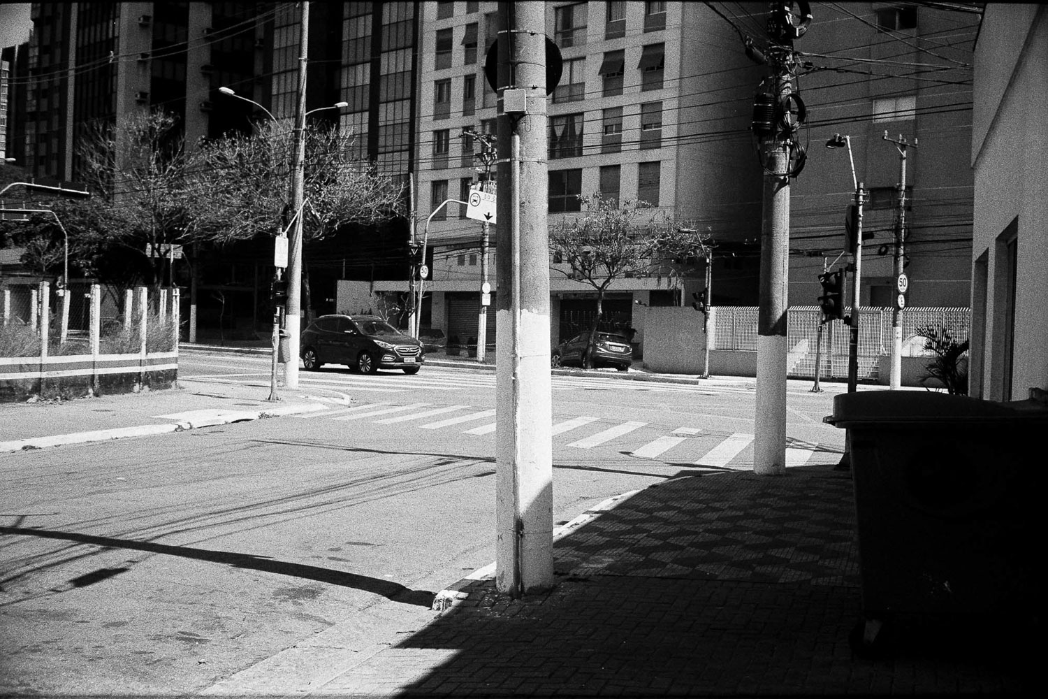 5 Frames With… ILFORD FP4 Plus (EI 125 : 35mm : Fujica Compact Deluxe) – by Guilherme Maranhão