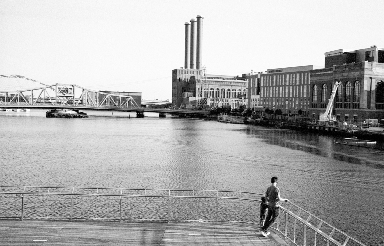 Riverfront - 5 Frames With... ADOX SILVERMAX 100 (EI 100 / 35mm / Leica M3) - by Louis Sousa