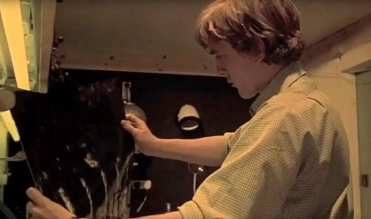David Hemmings printing a photo in Antonioni's film Blow-Up.
