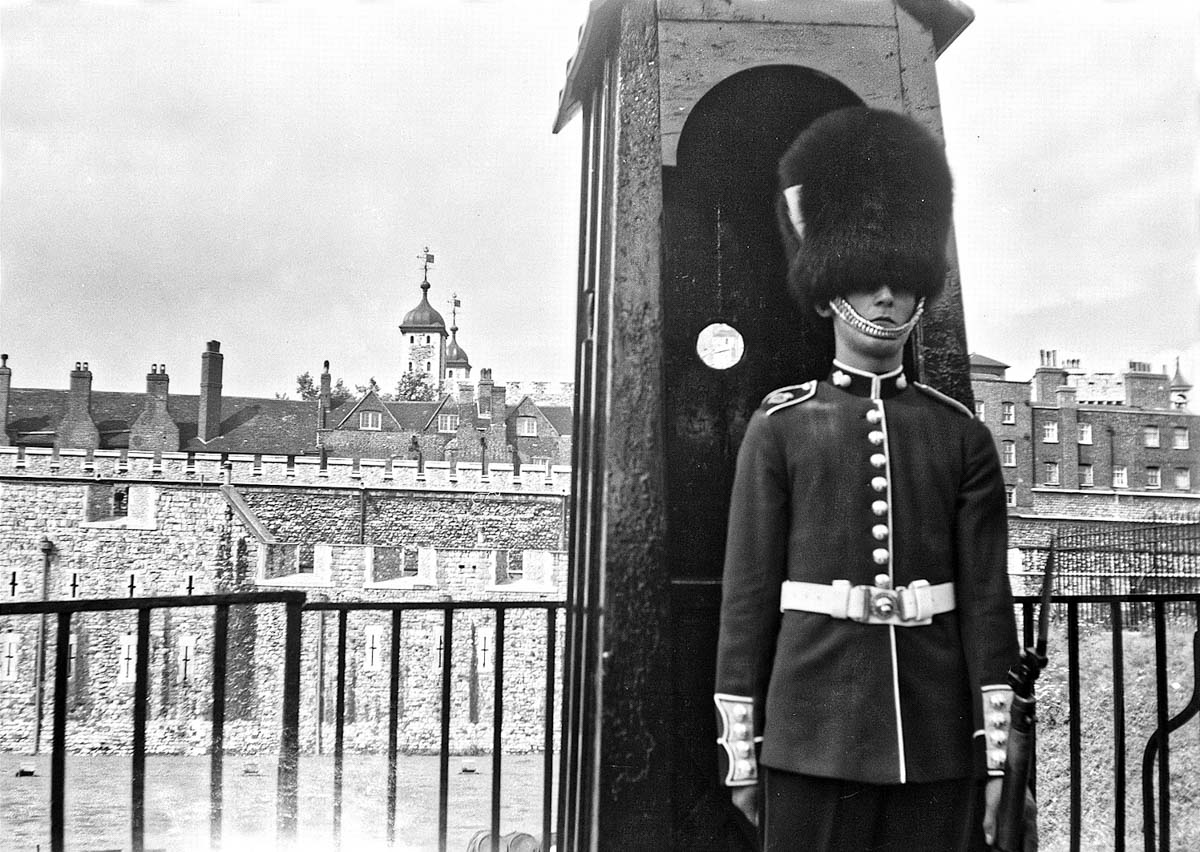 Guardsman, Tower of London, 1951, Kodak Autographic 2a, probably Ilford Selochrome
