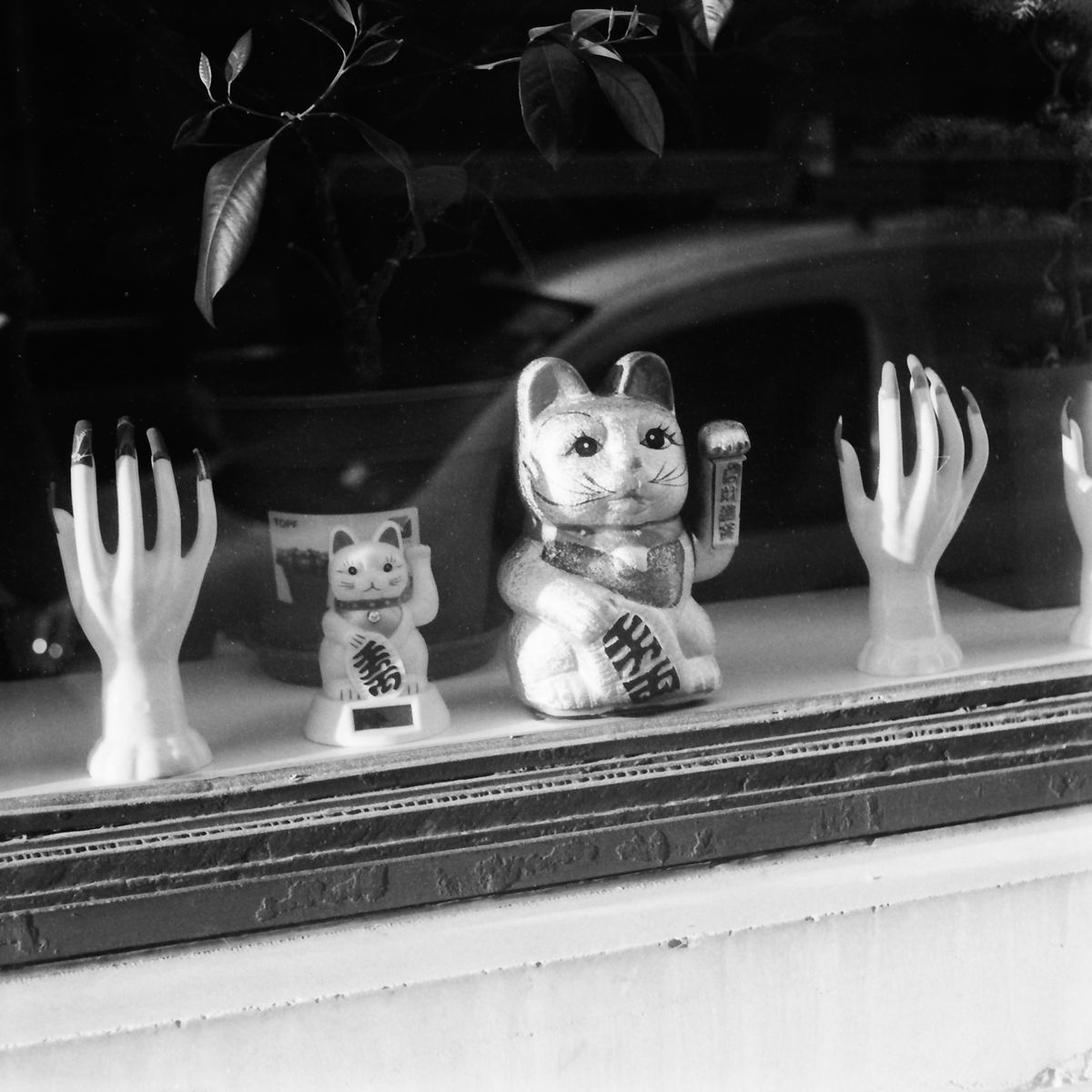 5 Frames… On the last day before lockdown with ILFORD FP4 PLUS (EI 125 / 35mm format / Robot Royal 24 Mod III) – by Anthony Chatain