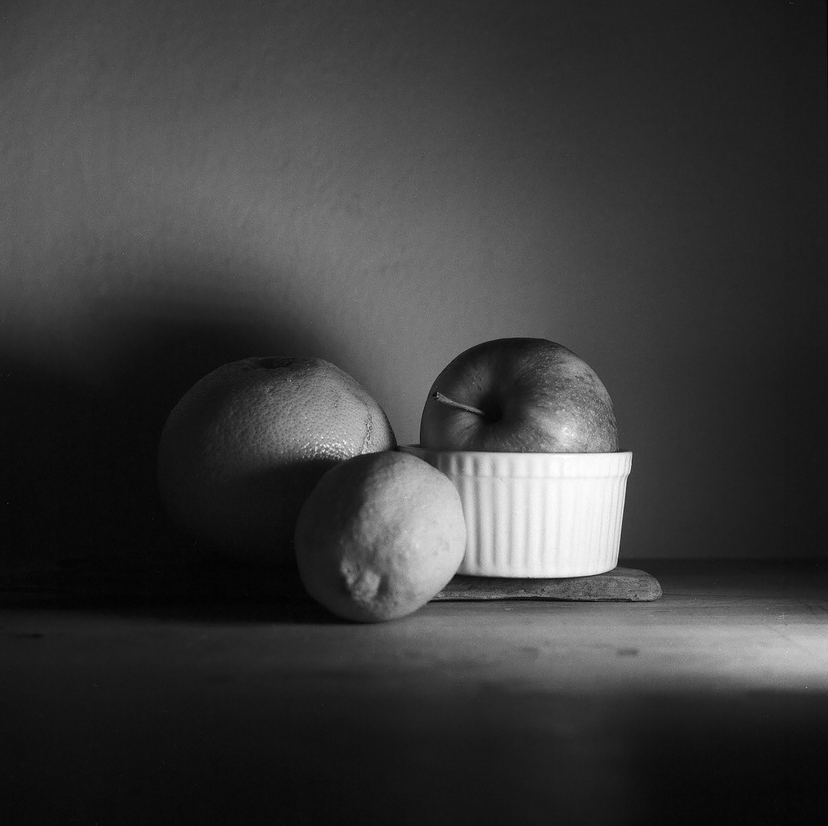 Apple & Lemon – Still Life Photography - Yashica MAT-124 with Fomapan 200 Creative