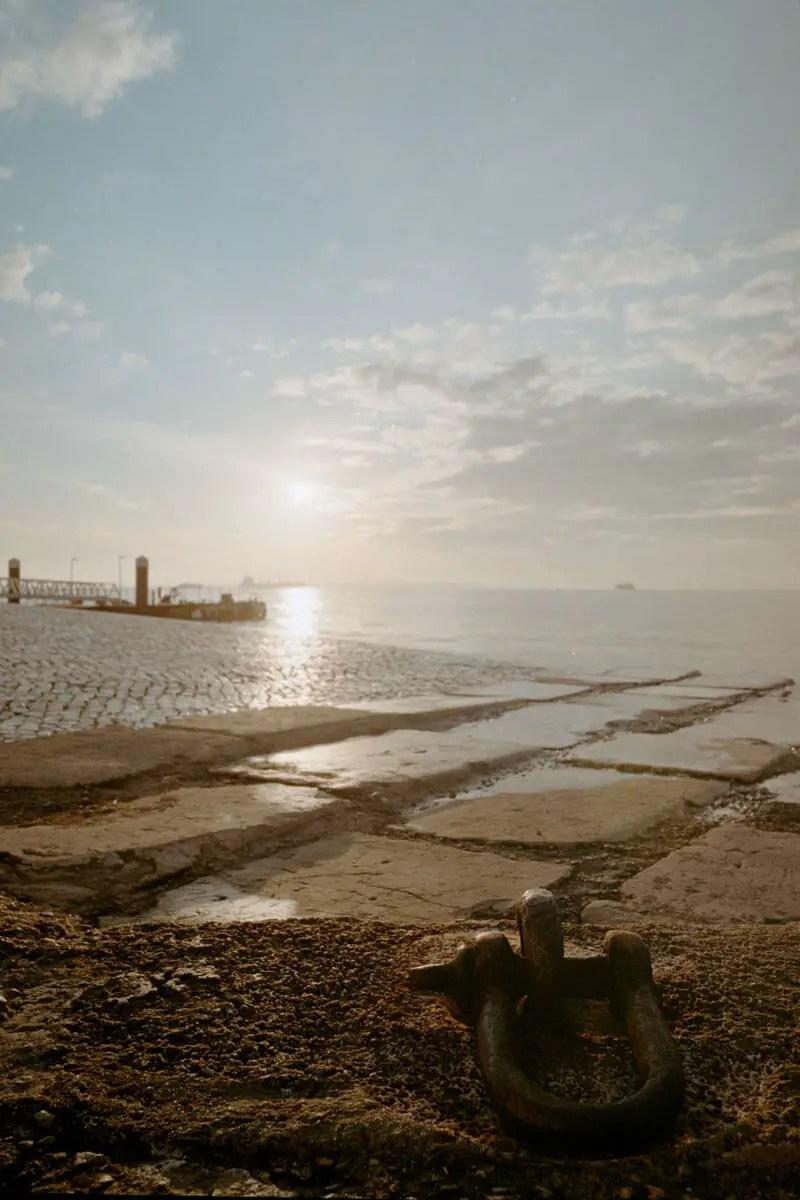 5 Frames... Of The Tagus River on Kodak ColorPlus 200 (EI 800 / 35mm format / Nikon F100) - by Rodrigo Verissimo