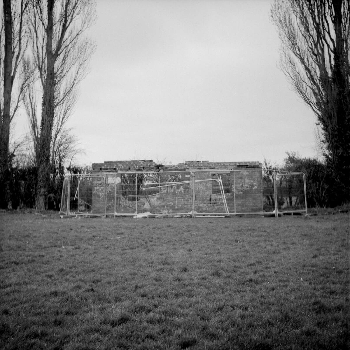 5 Frames... Of socially distanced life on ILFORD FP4 PLUS (EI 125 / 120 format / Weltaflex TLR) - by Paul Lewis