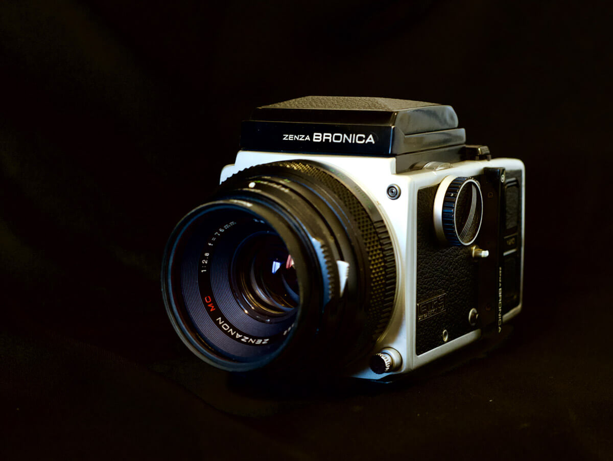 Bronica ETRS - Front