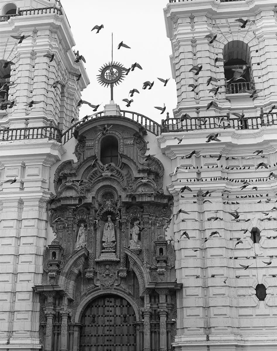 Peter Rockstroh - Iglesia de San Francisco, Lima, Perú - ILFORD HP5 PLUS in Pyro PMK, Pentax 67II, 45mm