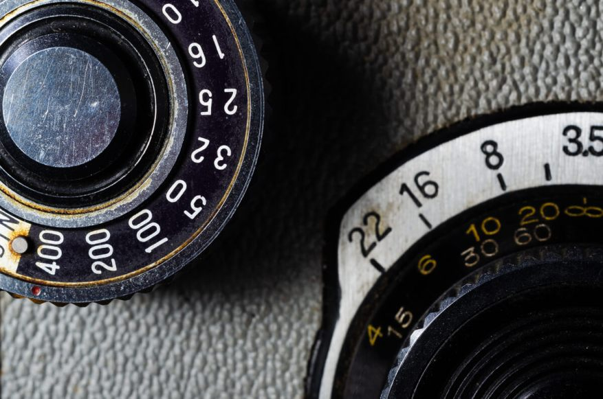 Yashica-B - Film advance and focusing knobs