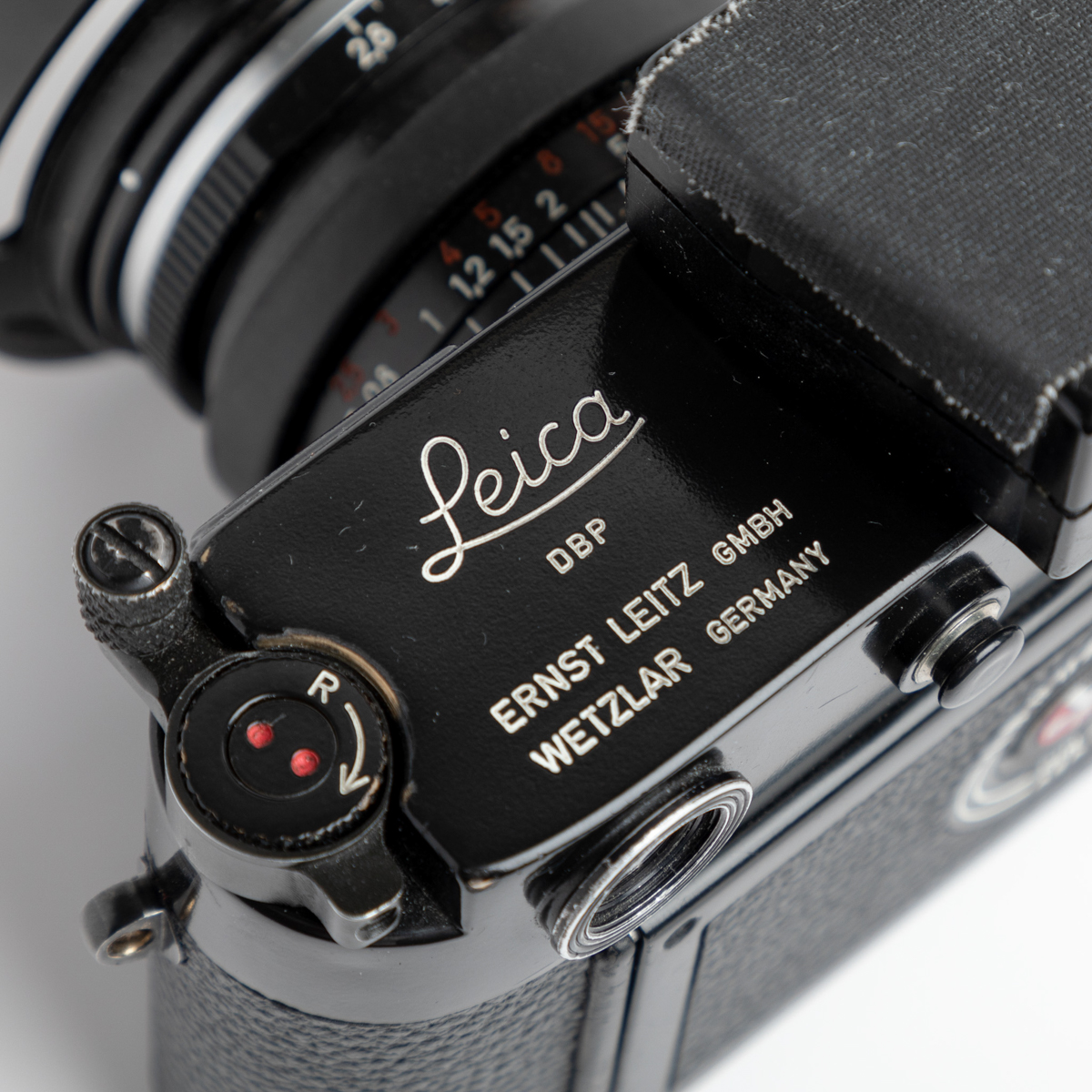 Black paint Leica M3 and Carl ZEISS Biogon T* 2,8:28 ZM - Top plate engraving