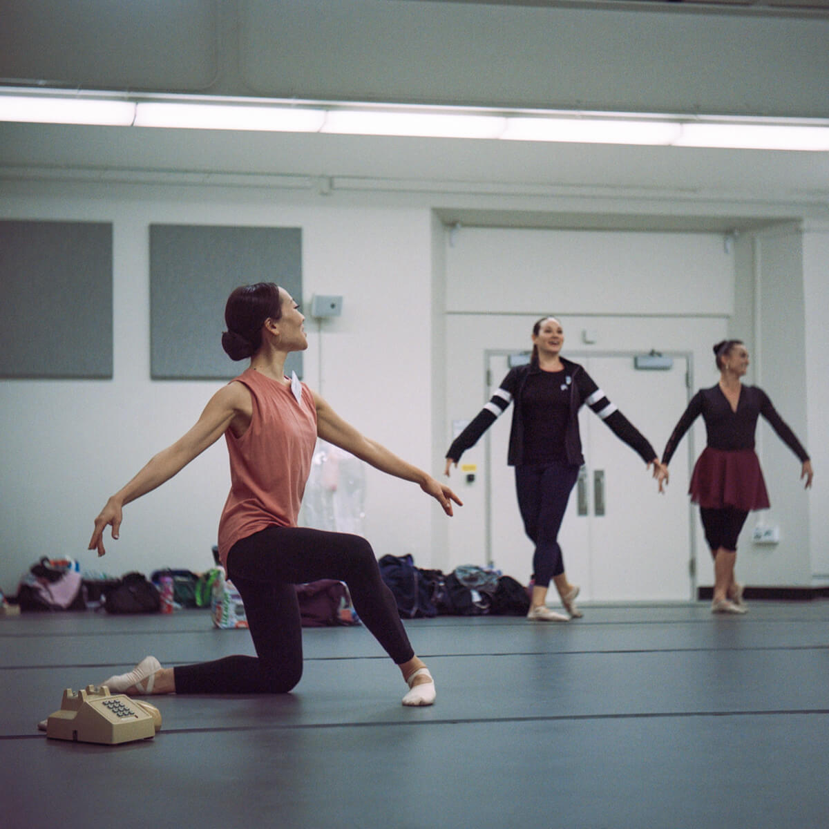 5 Frames... Of ballet on film shot on Kodak Portra 800 (120 Format / EI 800 / Yashica 635 - by Lisa Cho