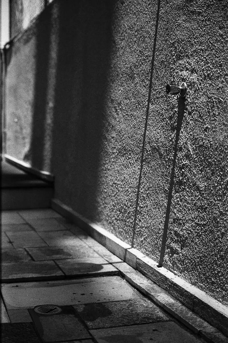 5 Frames... With a beat-up Nikkor-S 50mm f/1.2 on Kodak Plus-X (EI 125 / 35mm / Nikon FM2) - by Guilherme Maranhão