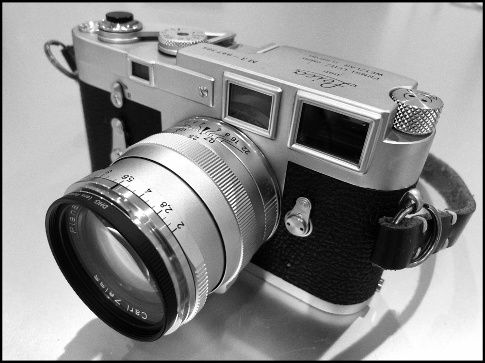 Leica M3 and Carl Zeiss 50mm f:2 ZM - Front left