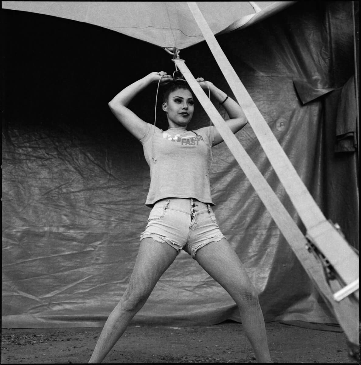 5 Frames... Of the Atayde Brothers Circus on Kodak T-MAX 400 (EI 400 / 120 Format / Hasselblad 503CX + Planar CF 80mm f/2.8) - by Abel Montesino