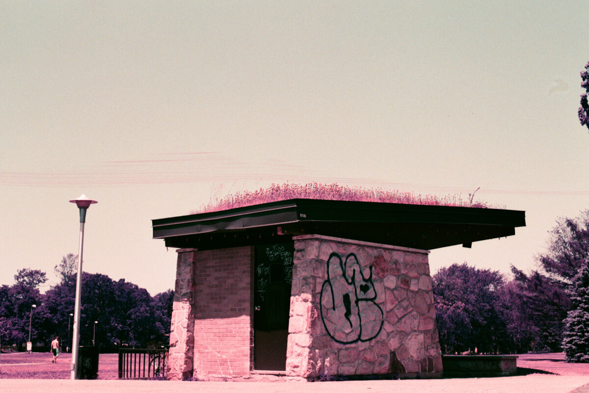 5 Frames... Of a world seen differently, thanks to Lomochrome Purple (35mm Format / EI 100 / Nikon FE + Nikon Series E 50mm f/1.8) - by Mathieu Lamontagne-Cumiford