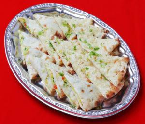 ナン盛り合わせプレート/Naan variety plate(garic&coconut&vegetable)