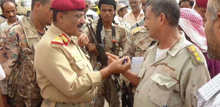 Commander of the Fourth Military Region inspects a number of military units in Aden