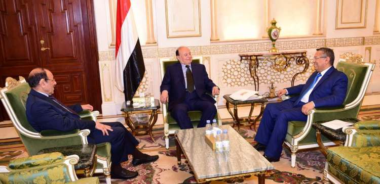 President holds a meeting with VP,PM to discuss military situations
