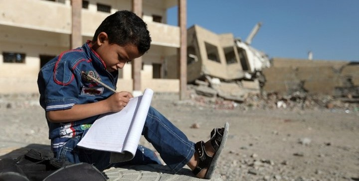 Houthis militia cuts salaries of 160, 000 teachers, close 12,000 schools