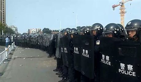 Thousands of Chinese Army Veterans March Over Police Beatings