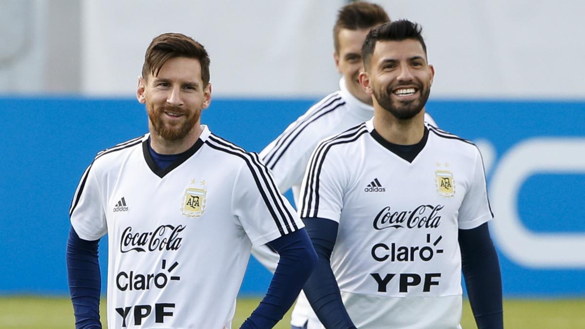 """Αγκουέρο: """"Είμαστε σαν ζευγάρι αλλά ο Μέσι γκρινιάζει"""""""