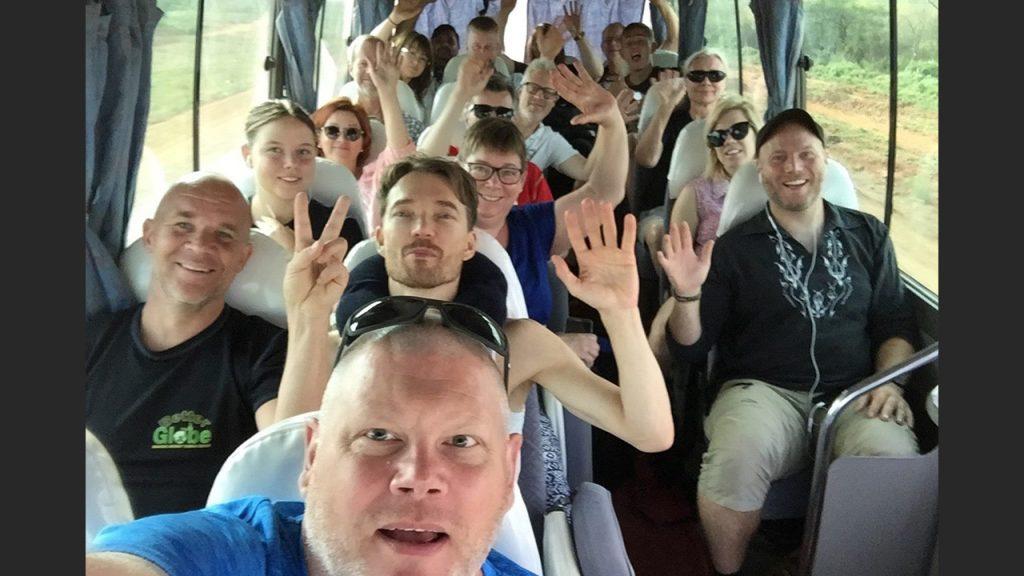 Clientes y embajadores felices en el autobús. :-) 180628