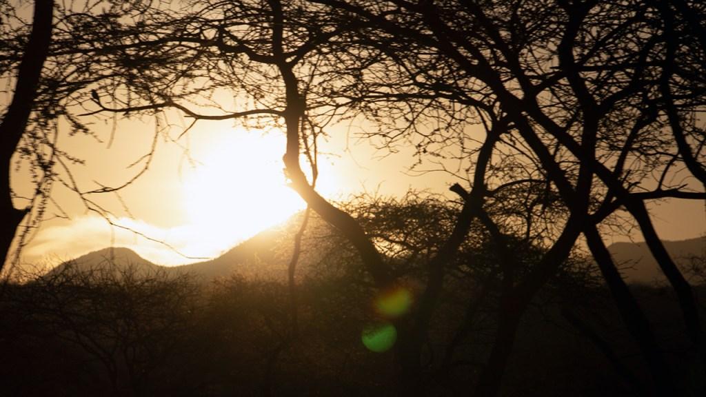 Sunrise over Kilaguni, 150710