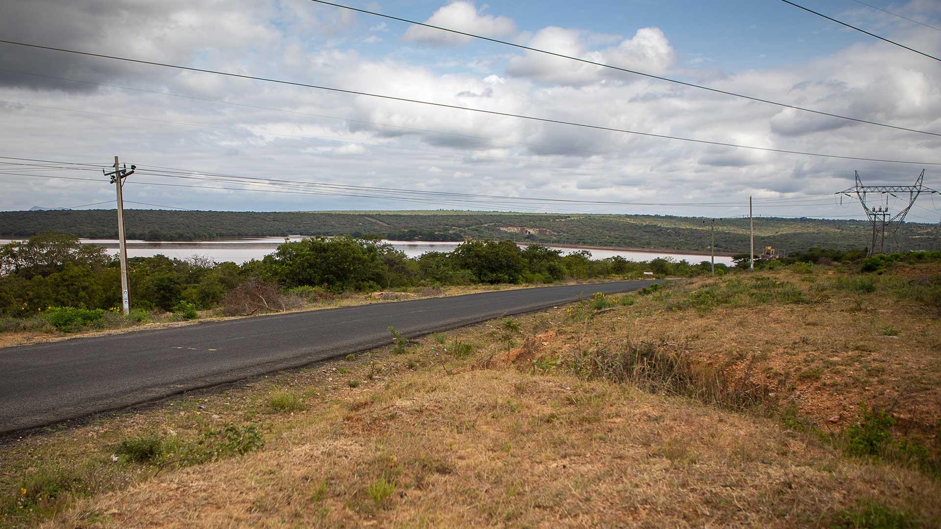 Kamburu igen, där det finns både goda vägar och elförsörjning till bl.a. det kommande sågverket.