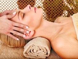 Lymphatic and muscular Rejuvenating Face Massage