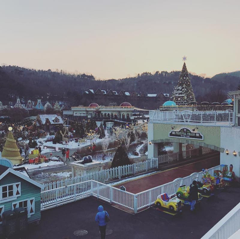 Things to do in Korea During Winter: Sledding at Everland Resort