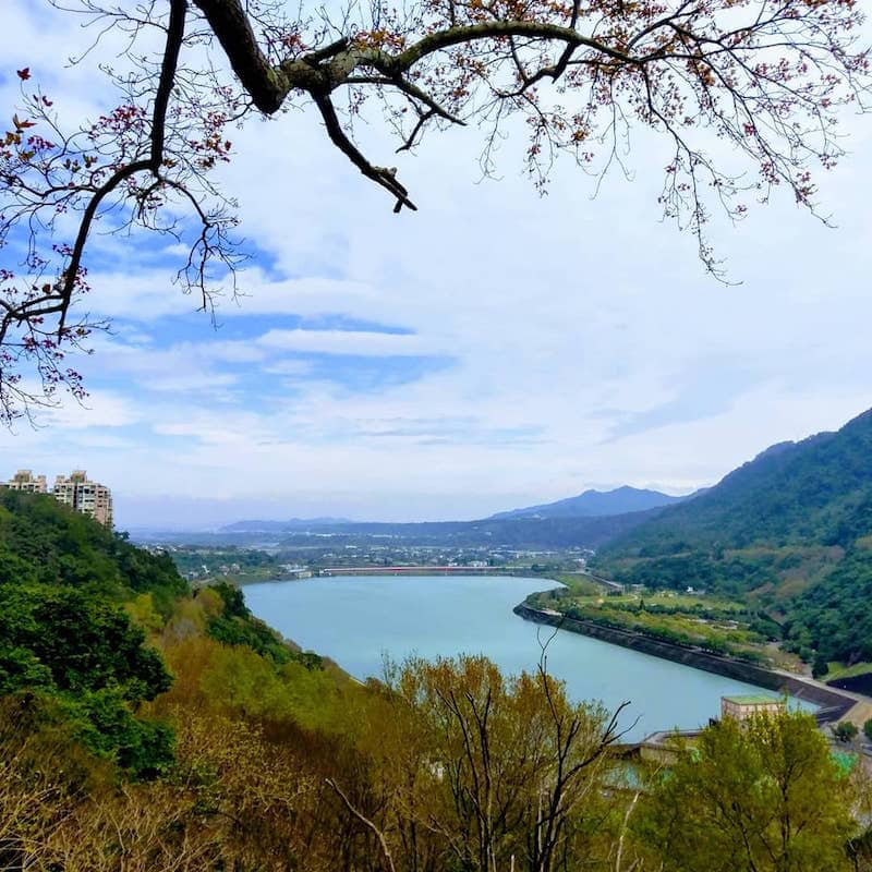 Autumn in Taiwan: Top 5 Places to See Maple Leaves, Shihmen Reservoir