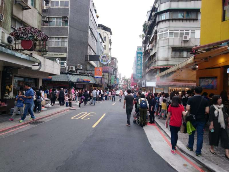 Taipei Train Guide: Yongkang Street by Taipower Building Train Station