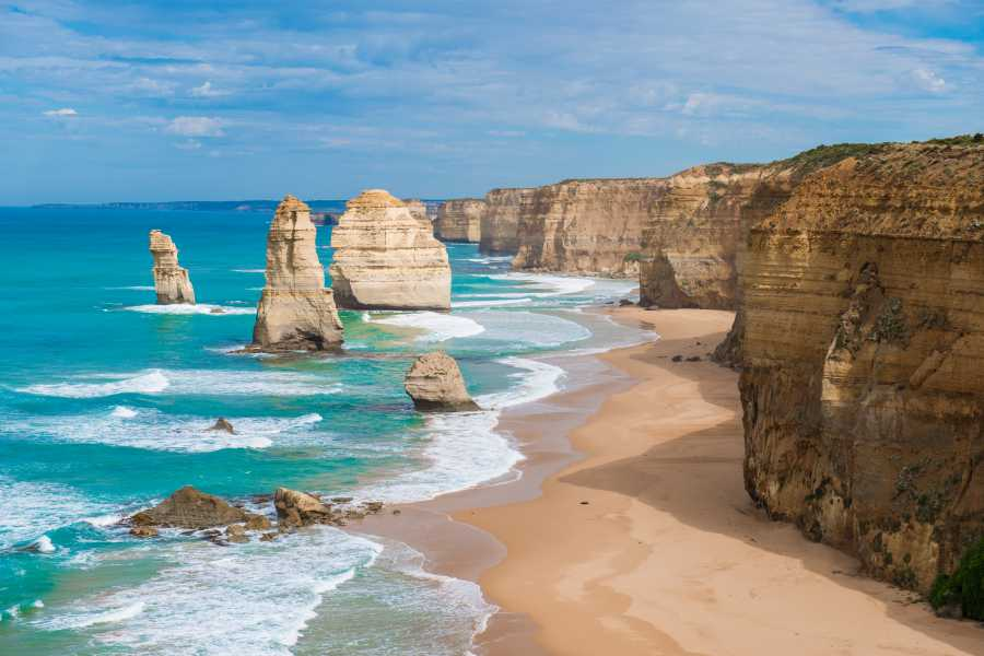 Great Ocean Road (image via Shutterstock)