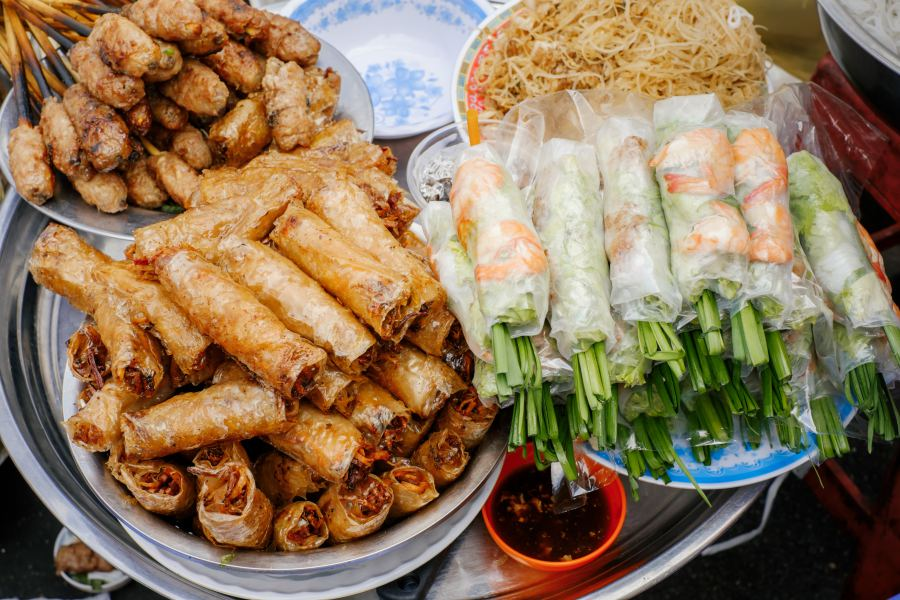 Must-try Vietnamese Dishes: Gỏi cuốn (spring rolls)