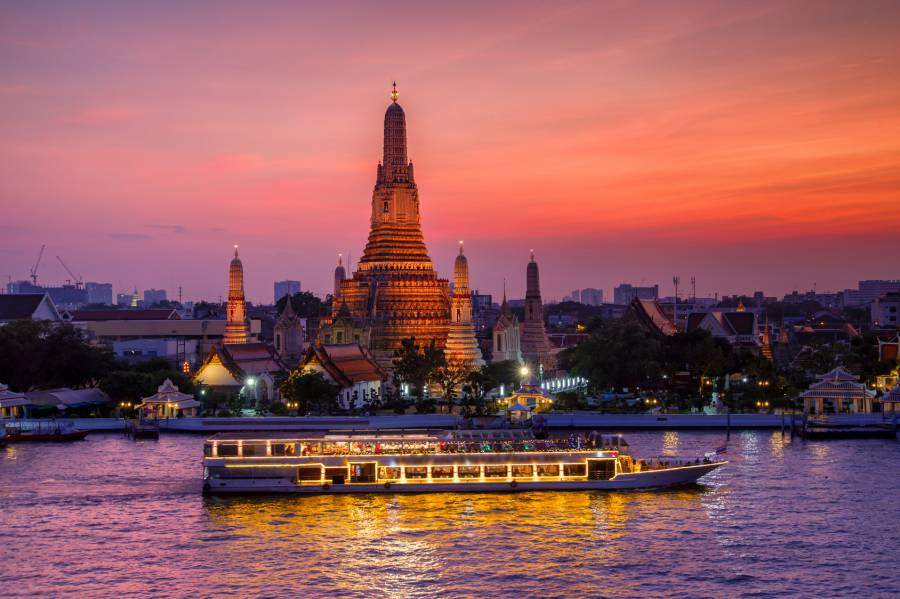 Sunset cruise around Wat Arun: Bangkok, Thailand