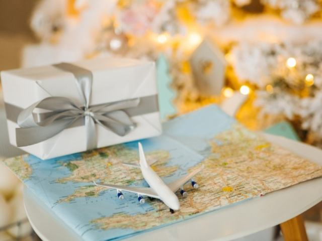 10 Awesome Gifts Travelers Will Love