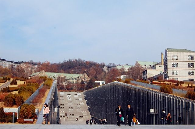 Best shopping spot for ladies: Ewha Womans University Shopping Street